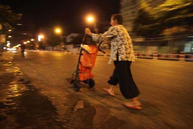 Cụ bà 80 tuổi nửa thế kỷ làm cửu vạn ở Sài Gòn - ảnh 9