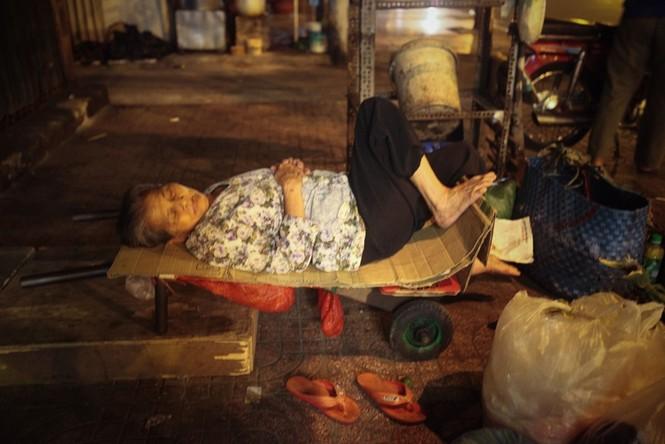Cụ bà 80 tuổi nửa thế kỷ làm cửu vạn ở Sài Gòn - ảnh 3
