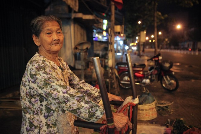 Cụ bà 80 tuổi nửa thế kỷ làm cửu vạn ở Sài Gòn - ảnh 4