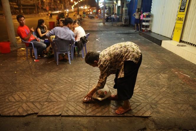 Cụ bà 80 tuổi nửa thế kỷ làm cửu vạn ở Sài Gòn - ảnh 6