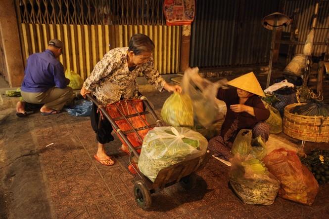 Cụ bà 80 tuổi nửa thế kỷ làm cửu vạn ở Sài Gòn - ảnh 7