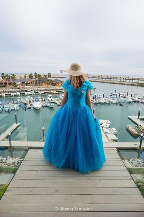 Nữ phượt thủ mặc váy Lọ lem đi khắp thế giới - ảnh 11