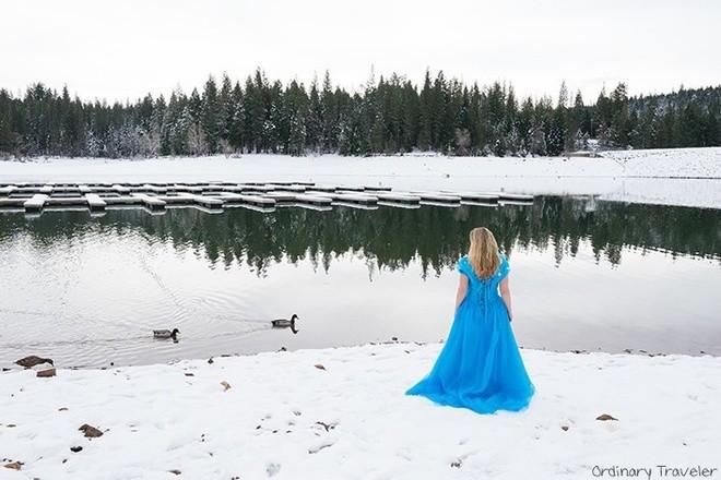 Nữ phượt thủ mặc váy Lọ lem đi khắp thế giới - ảnh 2