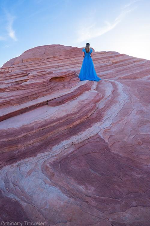 Nữ phượt thủ mặc váy Lọ lem đi khắp thế giới - ảnh 3