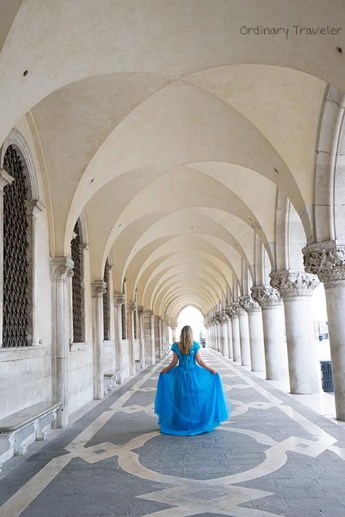 Nữ phượt thủ mặc váy Lọ lem đi khắp thế giới - ảnh 9