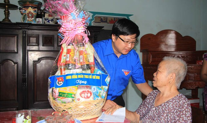 Trung ương Đoàn tri ân các Mẹ Việt Nam Anh hùng huyện Hóc Môn - ảnh 1
