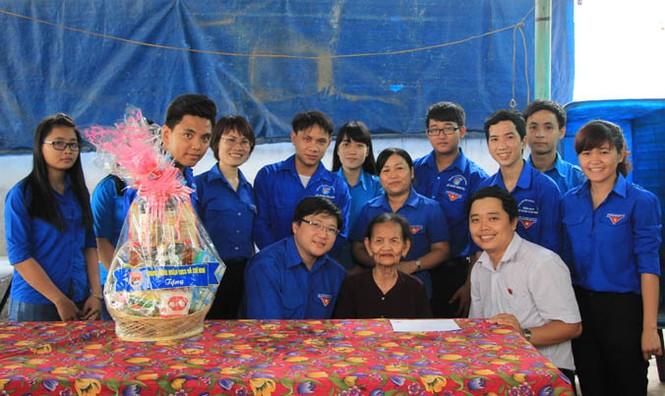 Trung ương Đoàn tri ân các Mẹ Việt Nam Anh hùng huyện Hóc Môn - ảnh 4