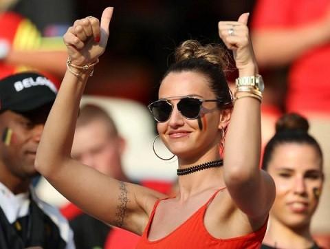 Bạn gái tuyển thủ Bỉ gây sốt với màn cổ vũ chịu chơi - ảnh 3