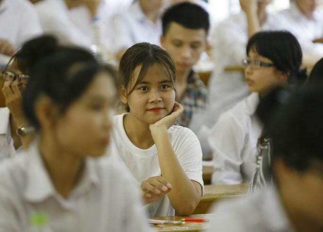 Hàng vạn thí sinh bước vào thi môn Ngoại ngữ - ảnh 10