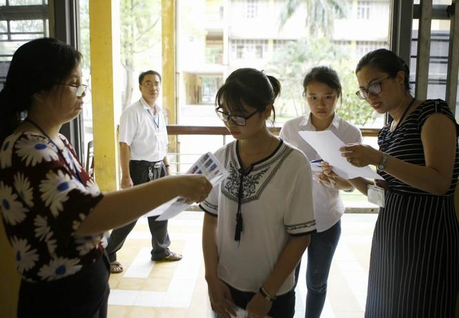 Hàng vạn thí sinh bước vào thi môn Ngoại ngữ - ảnh 1