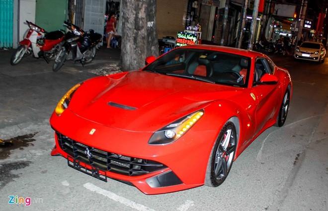 Lộ diện siêu xe Ferrari F12 triệu đô nhập từ Dubai về Việt Nam - ảnh 1