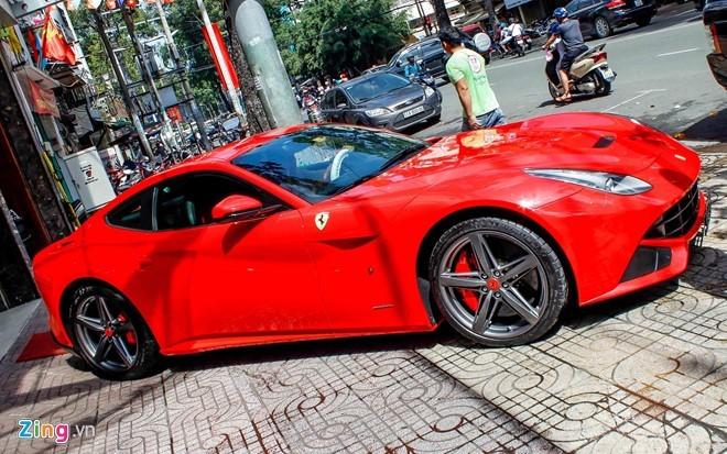 Lộ diện siêu xe Ferrari F12 triệu đô nhập từ Dubai về Việt Nam - ảnh 2