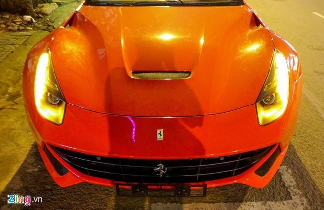 Lộ diện siêu xe Ferrari F12 triệu đô nhập từ Dubai về Việt Nam - ảnh 4