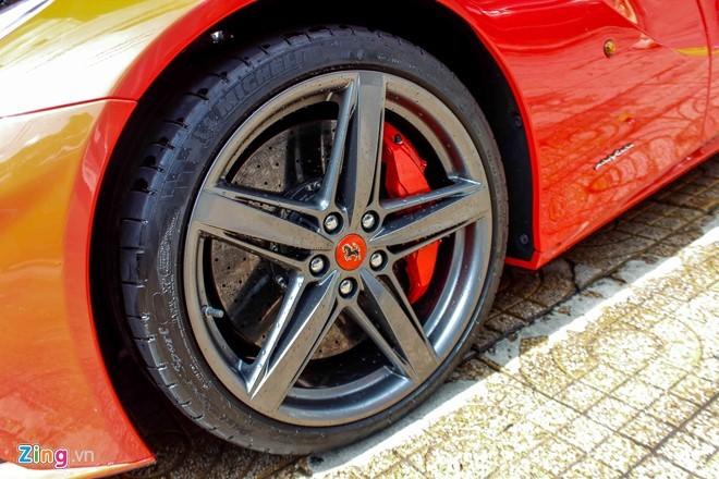 Lộ diện siêu xe Ferrari F12 triệu đô nhập từ Dubai về Việt Nam - ảnh 7