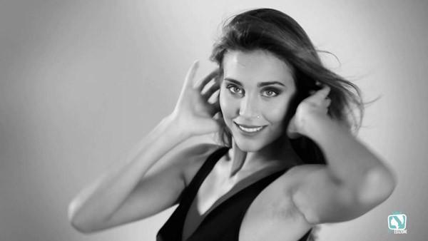 Giật mình vì diện mạo Hoa hậu Italia giống hệt... HLV Conte - ảnh 10
