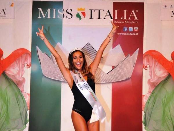 Giật mình vì diện mạo Hoa hậu Italia giống hệt... HLV Conte - ảnh 7