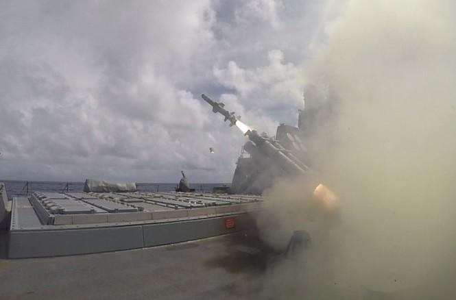 Mục kích tên lửa của Hải quân Mỹ khai hỏa trên biển - ảnh 2