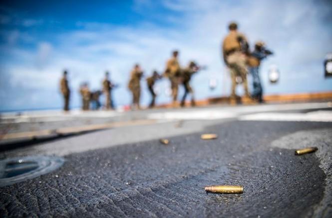 Mục kích tên lửa của Hải quân Mỹ khai hỏa trên biển - ảnh 7
