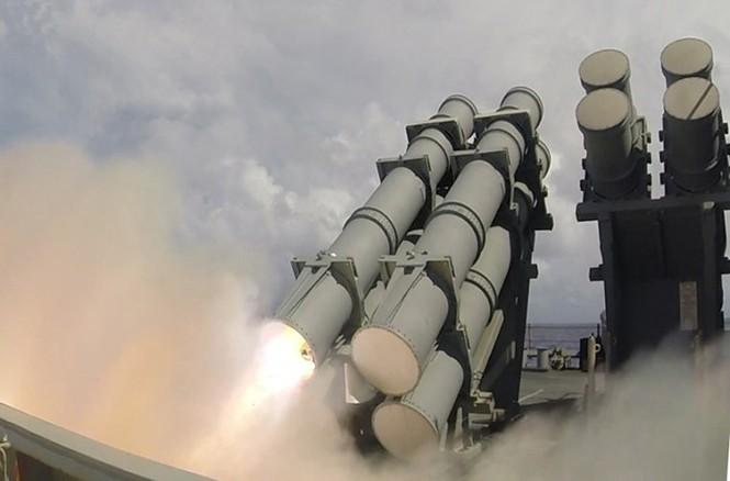 Mục kích tên lửa của Hải quân Mỹ khai hỏa trên biển - ảnh 1