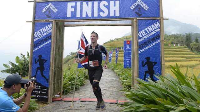 Đại sứ Anh băng núi 70km tại giải chạy việt dã ở Sapa - ảnh 17