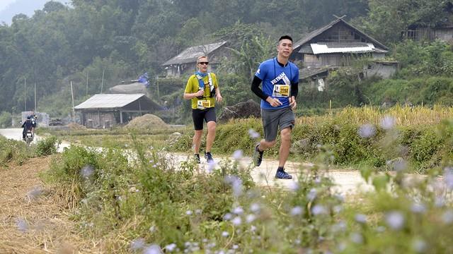 Đại sứ Anh băng núi 70km tại giải chạy việt dã ở Sapa - ảnh 8