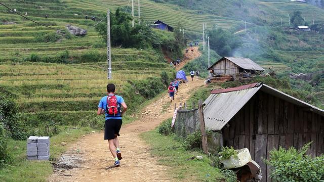 Đại sứ Anh băng núi 70km tại giải chạy việt dã ở Sapa - ảnh 9