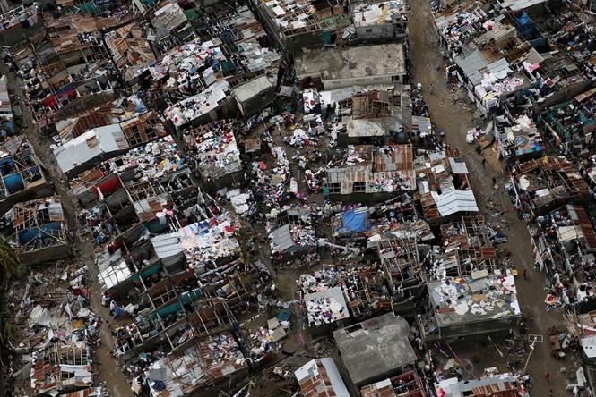 Cảnh tan hoang như thời chiến ở Haiti sau bão Matthew - ảnh 2