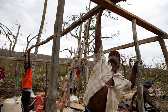 Cảnh tan hoang như thời chiến ở Haiti sau bão Matthew - ảnh 8