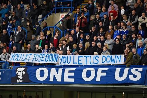 Conte muốn CĐV Chelsea tôn trọng Mourinho - ảnh 1