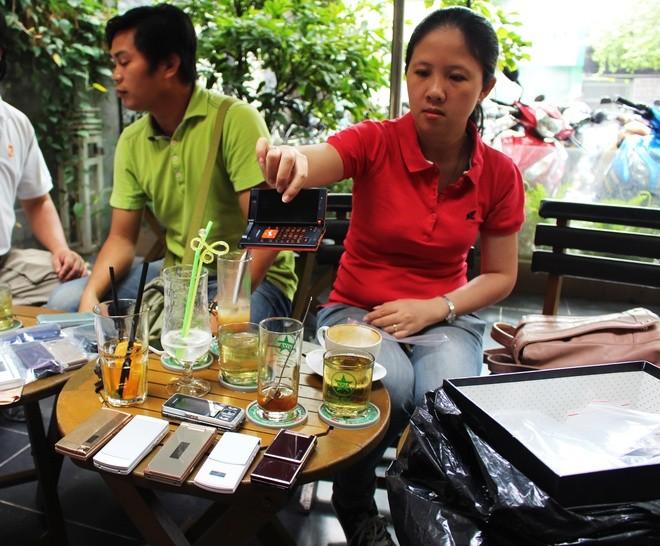 Chơi điện thoại Nhật cổ tại Sài Gòn - ảnh 1