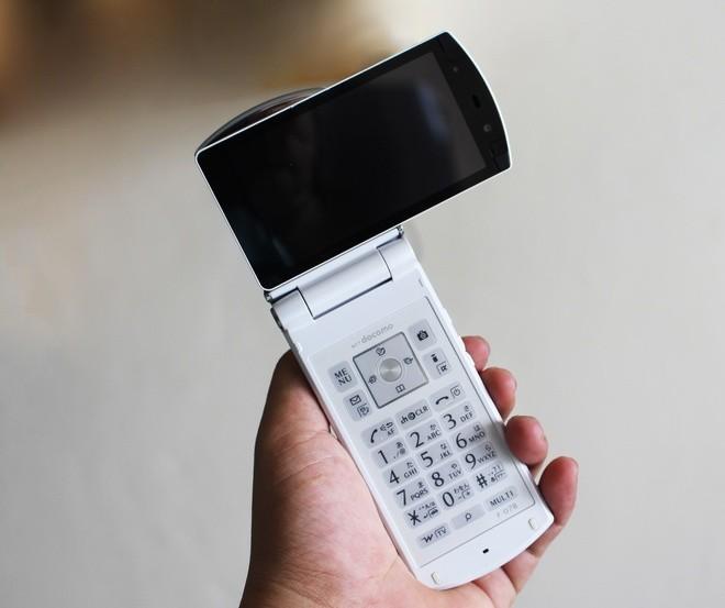 Chơi điện thoại Nhật cổ tại Sài Gòn - ảnh 3