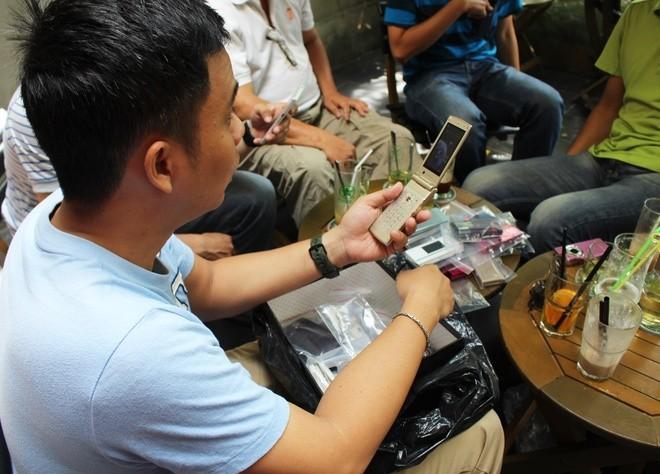 Chơi điện thoại Nhật cổ tại Sài Gòn - ảnh 5