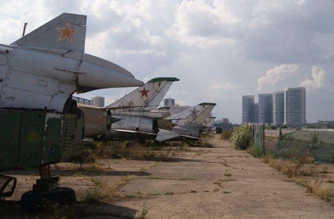 Nấm mồ hoang phế của các máy bay Nga giữa thủ đô Moscow - ảnh 9