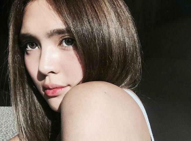 Nhan sắc xinh đẹp của bông hồng lai 18 tuổi nổi tiếng châu Á - ảnh 1