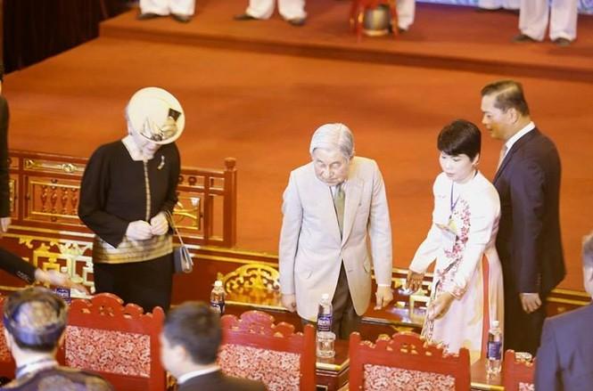 [VIDEO] Nhật hoàng và Hoàng hậu thưởng thức Nhã nhạc Cung đình Huế - ảnh 2