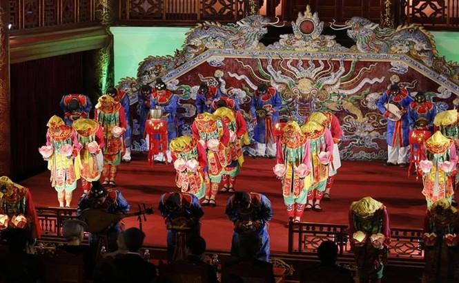 [VIDEO] Nhật hoàng và Hoàng hậu thưởng thức Nhã nhạc Cung đình Huế - ảnh 8