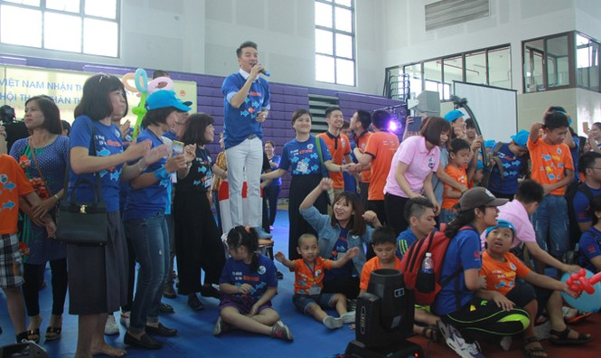 Bạn nhỏ tự kỷ và phụ huynh sôi nổi trong ngày hội thể thao thân thiện - ảnh 3