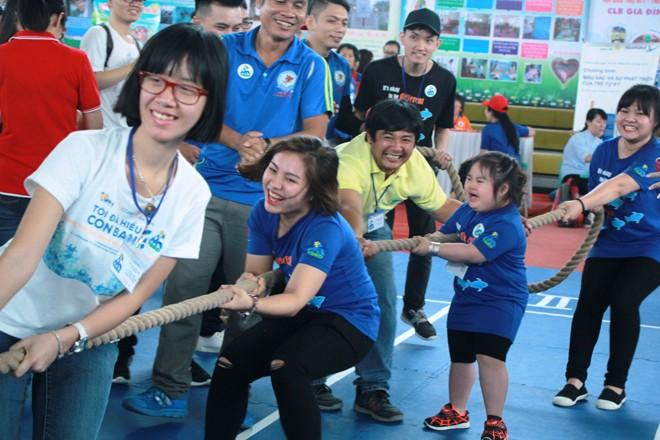 Bạn nhỏ tự kỷ và phụ huynh sôi nổi trong ngày hội thể thao thân thiện - ảnh 9
