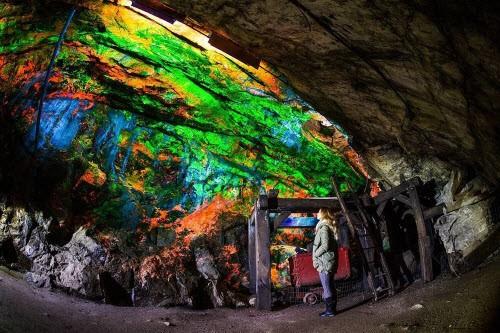 Kỳ ảo bảo tàng đá đẹp mê hồn dưới lòng đất - ảnh 1