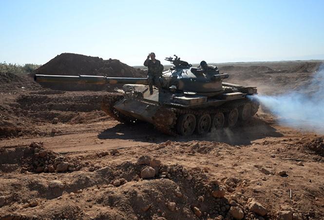 Hàng loạt xe tăng thời Liên Xô tham chiến ở Syria - ảnh 1