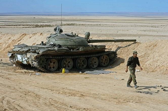 Hàng loạt xe tăng thời Liên Xô tham chiến ở Syria - ảnh 2