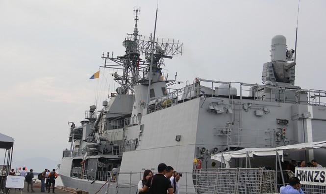 Tàu Hải quân Hoàng gia New Zealand cập cảng Đà Nẵng - ảnh 3