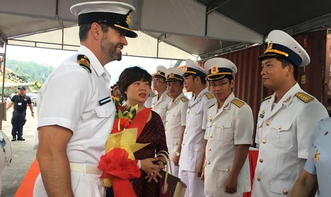 Tàu Hải quân Hoàng gia New Zealand cập cảng Đà Nẵng - ảnh 1