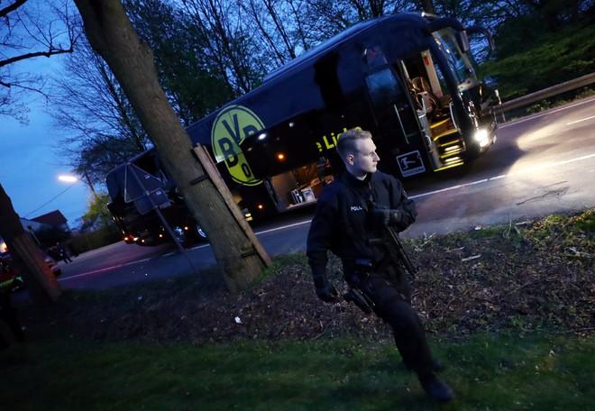 Không khí lo lắng bao trùm Dortmund sau vụ đánh bom - ảnh 3