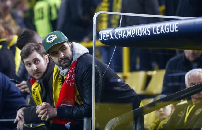 Không khí lo lắng bao trùm Dortmund sau vụ đánh bom - ảnh 6
