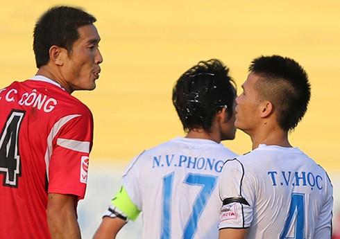 Tuyển thủ U20 Việt Nam bị giẫm đạp ở V-League - ảnh 1