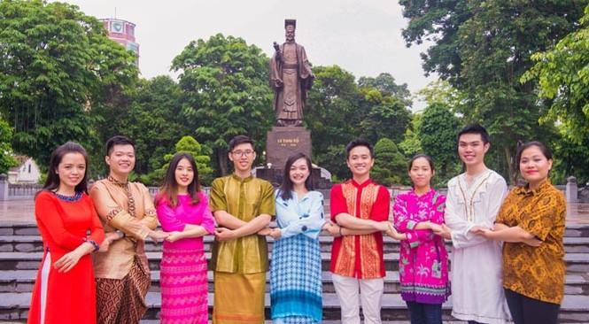 Trang phục ấn tượng của 28 thanh niên ưu tú tham gia Tàu thanh niên 2017 - ảnh 2