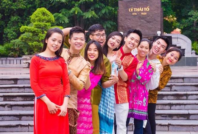 Trang phục ấn tượng của 28 thanh niên ưu tú tham gia Tàu thanh niên 2017 - ảnh 3
