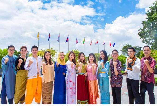 Trang phục ấn tượng của 28 thanh niên ưu tú tham gia Tàu thanh niên 2017 - ảnh 6