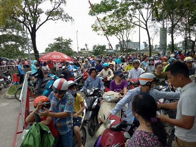 Hà Nội: Đông nghẹt thở ở công viên dịp nghỉ lễ - ảnh 10